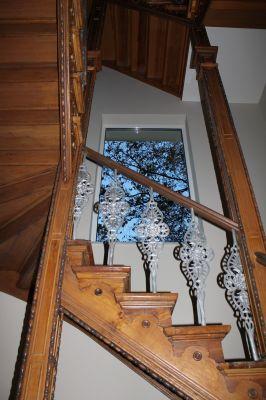 Abbildung: Treppenhaus einer sanierten, denkmalgeschützte Villa