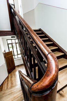 Abbildung: Treppenhaus im sanierten Altbau