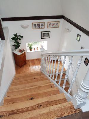 Abbildung: eine alte Treppe zum neuen Glanz erweckt